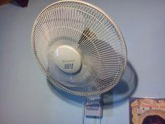 Mantenimiento preventivo un pequeño ventilador de pared  - ¿Quieres ver más reparaciones de electrodomésticos? Visita: http://www.hechoxnosotrosmismos.com/f67-electrodomesticos-novedades-datos-y-reparaciones/
