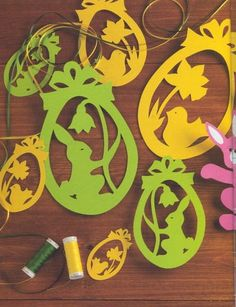 Cute Easter ideas from the paper! Kirigami chicken and rabbits for Easter ornaments and Easter cards. Kirigami, Easter Banner, Cat Coloring Page, Diy Ostern, Wood Carving Patterns, Collage Illustration, Diy Christmas Cards, Easter Crafts, Easter Ideas