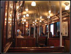 La línea A del subte (Subterráneo/Metro) de Buenos Aires es la más antigua de la ciudad. Inaugurada en 1913, aún conserva sus viejos vagones de madera. Donde uno mismo debe abrir sus puertas cuando el tren se detiene para bajar o subir.