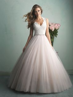 V-neck tulle wedding dress
