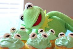 Adorable Kermit the Frog cupcakes!  SHEENA!!!  I think I might know a little boy who would flip out for these!