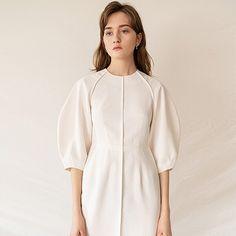 Business Casual Attire, Natural Clothing, Minimal Fashion, Fashion 2020, Fashion Details, Chic Outfits, Pretty Dresses, Blouse Designs, White Dress