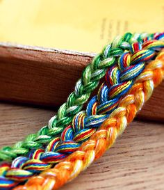"""Here's a tutorial that will teach you how to give your friendship bracelets a cool """"tie-dye"""" effect. 