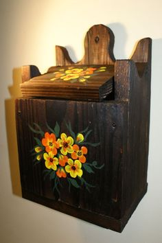 Sararita din lemn de brad antichizat, pictata manual