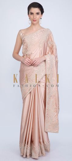 Mesmerizing peach saree featuring in satin fabric. This simple and elegant saree is highlighted with beautifully embroidered butti and border. Dupion Silk Saree, Organza Saree, Net Saree, Cotton Saree, Cotton Silk, Peach Saree, Green Saree, Pink Saree, Party Wear Dresses