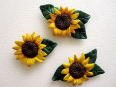 polymer clay sunflower magnet The Effective Pictures We Offer You About Polymer Clay Charms geeky A Polymer Clay Magnet, Easy Polymer Clay, Clay Magnets, Polymer Clay Ornaments, Sculpey Clay, Polymer Clay Animals, Polymer Clay Miniatures, Polymer Clay Flowers, Polymer Clay Projects