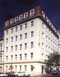Hotel Orion offers accommodation in 26 spacious studios and apartment, with free Wi-Fi Internet, satellite TV, fully equipped kitchnnete and private bathroom, with shower or bathtub.   http://www.guestus.com/EN/Europe/Czech-Republic/Hlavn%C3%AD-Mesto-Praha/Prague/Hotels/Hotel-Orion/?RA=64