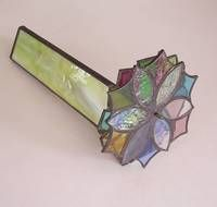 Make a kaleidoscope from stained glass with step by step instructions Stained Glass Lamps, Stained Glass Projects, Stained Glass Patterns, Stained Glass Windows, Mosaic Glass, Kaleidoscope Images, Fractal, Principles Of Art, Illuminated Manuscript