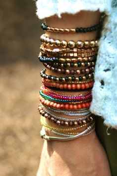 stacks of bracelets. Great niche for jewelry makers - focus on bracelets, all items can be mixed and matched within a collection to create a bold look. Estilo Hippie, Hippie Chic, Hippie Style, Bohemian Style, Ibiza Style, Bohemian Summer, Hippie Gypsy, Gypsy Style, Jewelry Accessories