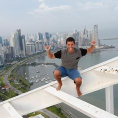 Rooftopping na cidade do Panamá! Remember kids, don't try this at home hahaha💀🚫🙊😁😇 @copaairlines #panamastyle