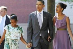 President Barack Obama With Sasha Obama cf & Malia Obama. Mr Obama, Obama 2008, Barack Obama Family, Malia Obama, Michelle And Barack Obama, Presidents Wives, Black Presidents, Obama Daughter, First Daughter