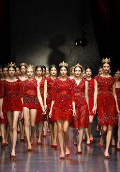 Dolce Winter 2014 Womens fashion show : mujeres en rojo