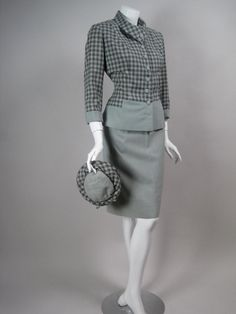 Vintage 1940s fitted checkered skirt suit with matching hat. #vintage #1940s #fashion #hats