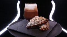 - Croissant aux amandes- Chocolat chaud coco orange- Réalisation