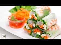 10 Chinese food recipes to prepare easy and fast- Summer rolls with sweet sauce Asian Recipes, Healthy Recipes, Ethnic Recipes, Healthy Salads, Sushi, China Food, Tasty Bites, English Food, Eating Raw