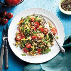 Loaded with bulger, zucchini, mint and chickpeas, our cherry tomato tabbouleh is a great meatless meal. Couscous, Salad Rolls, One Pot Pasta, Grilled Chicken Recipes, Beef Steak, Side Dish Recipes, Side Dishes, Spring Recipes, Mediterranean Recipes
