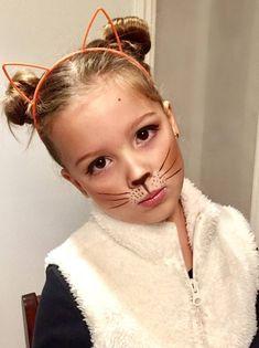 Cat Makeup For Kids, Cat Face Makeup, Simple Cat Makeup, Halloween Makeup For Kids, Amazing Halloween Makeup, Cute Halloween, Halloween Parties, Simple Cat Face Paint, Cat Costumes For Kids