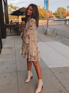 Pretty floral print dress with trendy white boots. Pretty floral print dress with trendy white boots. Pretty flora… Pretty floral print dress with trendy white boots. Pretty floral print dress with trendy white boots. Spring Summer Fashion, Spring Outfits, Winter Fashion, Winter Outfits, Trendy Summer Outfits, Spring Wear, Long Summer Dresses, Mode Outfits, Fashion Outfits