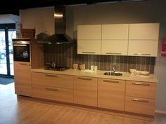 Bruynzeel Heerlen - Atlas European oak recht 360cm Siemens kleine koelkast, oven, gas, afzuig. Van 14.223 voor 4.267