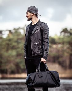 The William casual travel bag is the perfect size for your holiday hand luggage or a weekend break in the countryside. You can fit all of your belongings for your trip in the sizeable main compartment and there is also a zipped compartment to safely store away your passport and important documents. The leather is characterized by its soft feeling and two tone colour effect meaning, ensuring both comfort and style as you make your way to your destination. Color Effect, Colour, Weekend Bags, Hand Luggage, Bradley Mountain, Travel Bag, Passport, Countryside, Leather Bag