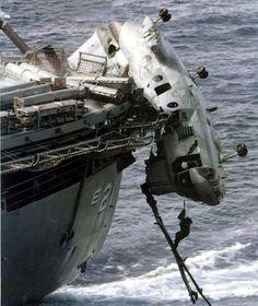 CH-46E Sea Knight Об корму однако.