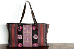 Un sac de courleurs pas cher, un grand sac à main de couleur  original et tendance.Un forme large et confortable avec du cuir naturel et véritable.
