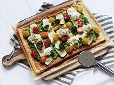 Plaatpizza met gegrilde courgette & ricotta op 88 food. De gezonde plaatpizza heeft een bodem van vegan bladerdeeg en smaakt top!
