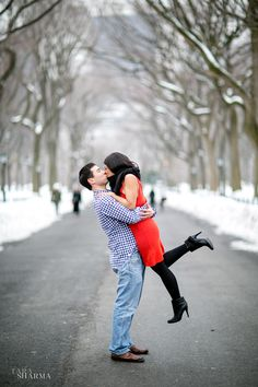 Central Park New York Winter engagement photos snow