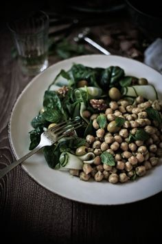 Chickpea salad with mint and zucchini