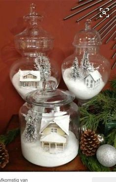 A white Christmas in a snow coat is a big boost to holiday magic! The choice of white for Christmas decorations also allows a result of the most chic, without fault of taste possible! Noel Christmas, Winter Christmas, Vintage Christmas, Christmas Ornaments, Christmas Scenes, Christmas Vacation, Hallmark Ornaments, Rustic Christmas, Christmas Mantles