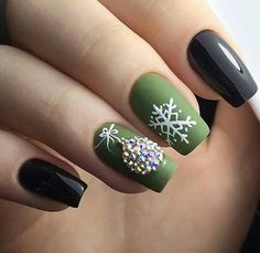 Elegant Green Nails For Christmas This Year : If you are looking for some Christmas green nail art ideas. We have Collected elegant Christmas nail art ideas for you. Cute Christmas Nails, Xmas Nails, Christmas Nail Art Designs, Holiday Nails, Elegant Christmas, Green Christmas, Holiday Makeup, Simple Christmas, Green Nail Art