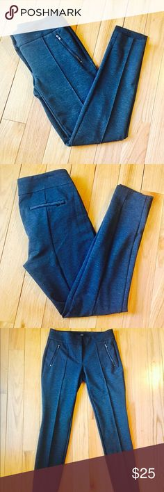 """🎀LOFT🎀Skinny Porte Moto Pants 🎀LOFT🎀Skinny Ponte Moto Pants. Excellent Condition. 27"""" inseam Waist measures 14"""" laying flat. Front and back pocket zippers. Dark grey color❌no trading or holding LOFT Pants Skinny"""
