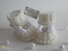 Cute Baby booties e cappello. White Baby Booties e di Exclusive72