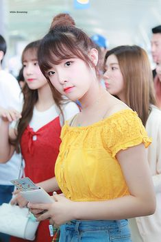 "While Dreaming🌙 on Twitter: ""190628 ICN #아이즈원 #IZONE #최예나 #예나 #YENA #チェイェナ… "" Japanese Girl Group, Extended Play, The Wiz, Shit Happens, Taiwan, Twitter"