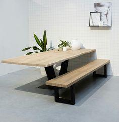 Tafel eikenhout boomstamtafel met bankje. Lijnm.com