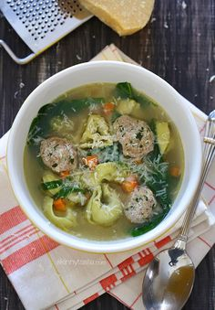 This turkey meatball spinach tortellini soup is an easy, kid-friendly soup and a great way to warm up on a cold winter night. One large bowl is under 300 calories and is very satisfying. Spinach Tortellini Soup, Spinach Soup, Sausage Tortellini, Chicken Tortellini, Chicken Soup, Healthy Soup Recipes, Skinny Recipes, Cooking Recipes, Biryani