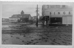 Torrington, Connecticut. Flood of '55 This is the Intersection of Main St. and Water St looking South. So that's how WATER STREET got it's name ? ( Photos courtesy of John McElone and Gerald Sheedy )