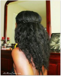 Simple and easy stretched natural hairstyle Miss Alicia James has quite a few be… - Natural hair styles Pelo Natural, Long Natural Hair, Natural Hair Updo, Natural Hair Styles, Scene Hair, Protective Styles, Natural Hair Moisturizer, Curly Nikki, My Hairstyle