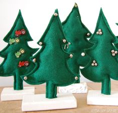 how to make small, cute felt Christmas trees