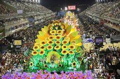 Vila Isabel é campeã do Carnaval do Rio de Janeiro - http://glo.bo/15d3hi9 (Foto: EFE/Antonio Lacerda)