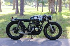 """Click HERE to bid on ebay 1977 Honda CB400F cafe racer """"Alley Cat"""". This bike started it's rebirth found neglected in an alley in Miami, Florida (hence the nickname). It was entirely rebuilt with a mix of new parts and original old parts. Some things have been refinished and others left alone for a mild …"""