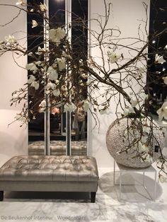 Spiegels # Pot met Magnolia tak wit # footstool # verkrijgbaar bij De Beukenhof Interieur