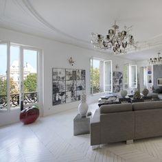 """Pure gem overloooking the """"place de la République"""" Paris"""