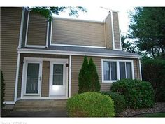 OPEN HOUSE SUNDAY, JULY 27, 2014 FROM 12-2. UPDATED END UNIT LOCATED IN THE DESIRABLE RYEFIELD COMPLEX. HARDWOOD FLOORS. LIVING ROOM W/CATHEDRAL CEILINGS AND FIREPLACE. NEWER KITCHEN AND BATH. LAUNDRY IN LOWER LEVEL. NICE PATIO QUIET AND PRIVATE OVERLOOKING OPEN YARD. A MUST SEE!