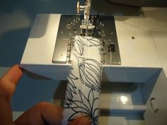 How To Sew Rouleau Ties Without Special Tools « 3 Hours Past the Edge of the World Sewing Lessons, Sewing Hacks, Sewing Tutorials, Sewing Crafts, Sewing Projects, Diy Crafts, Sewing Tips, Sewing Ideas, Couture Sewing