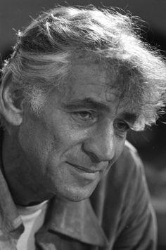 Leonard Bernstein, Amerikaans componist, dirigent, pianist en muziekpedagoog. Legde veel emoties in zijn muziek. Icoon van de klassieke muziek in Amerika.