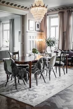 Elegant Dining Room Dining Table Wood Eames Chairs Rug Gray Chandelier Interior Living Source by gluecksflosse Room Interior Design, Living Room Interior, Home Interior, Living Room Decor, Decoration Inspiration, Dining Room Inspiration, Interior Design Inspiration, Decor Ideas, Decorating Ideas