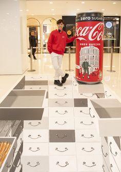 「可口可樂」新look!兩米高巨型高罐登陸海港城:可口可樂香港