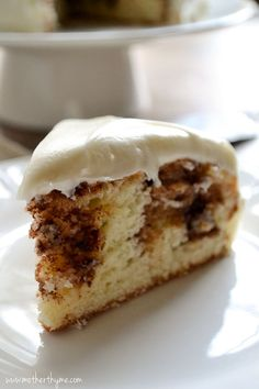 Cinnamon Roll Cake topped with Cream Cheese Frosting – In the mood for cinnamon rolls but don't have the time to make them? Try this super easy Cinnamon Roll Cake topped with a classic Cream Cheese Frosting. Cinnamon Cake, Cinnamon Recipes, Cinnamon Rolls, Sweet Recipes, Cake Recipes, Dessert Recipes, Breakfast Recipes, Monkey Bread, Food Cakes