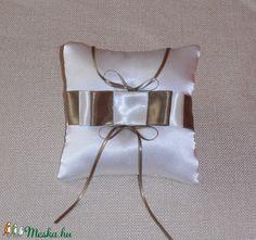 Gyűrűpárna  (nicoledesign) - Meska.hu Women, Fashion, Moda, Fashion Styles, Fashion Illustrations, Woman